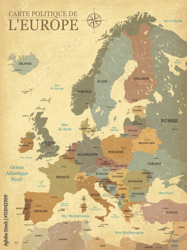 Carte Europe avec capitales - Texture vintage rétro - Textes français - Vecteur CMJN - 158142989