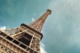 tour Eiffel sur fond ciel bleu