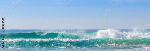 Praia com ondas. - 158208743