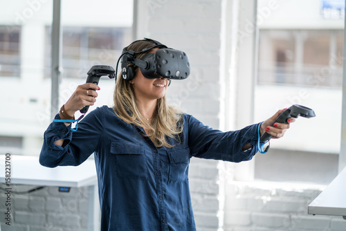 Poster Young woman wearing a virtual reality headset.