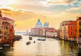 Wielki Kanał i Bazylika Santa Maria della Salute, Wenecja w świetle wschodu słońca, Włochy, retro toned
