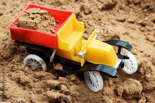 Papiers peints Nautique motorise Retro toy car on the sand