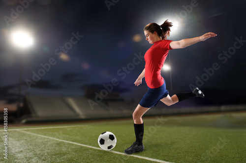 Fotobehang Voetbal Young woman playing soccer
