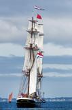Vieux gréement sur côte bretonne - 158334100