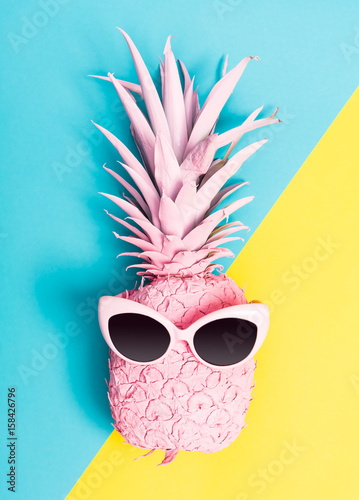 Painted pineapple with sunglasses - 158426796