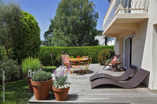 Poster terrasse avec jardin maison en Bretagne