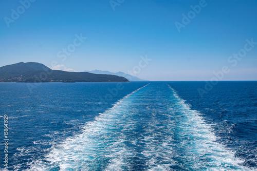 Deurstickers Toscane Scia del traghetto nave