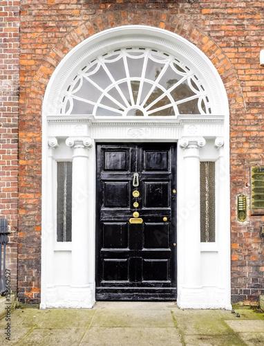 Stampa su Tela Irland - Dublin - bunte Haustüre am Merrion Square Park
