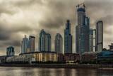 Edificios de Puerto Madero en un dia nublado