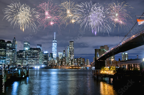 Canvas Brooklyn Bridge Fireworks over New York City skyline