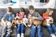Quadro Cute kids sitting on the couch with the puppies English bulldog