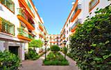 Cour d'immeuble à Séville - 158864784