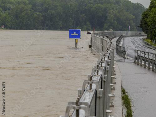 Fotobehang Rivier flood 2013, mauthausen, austria