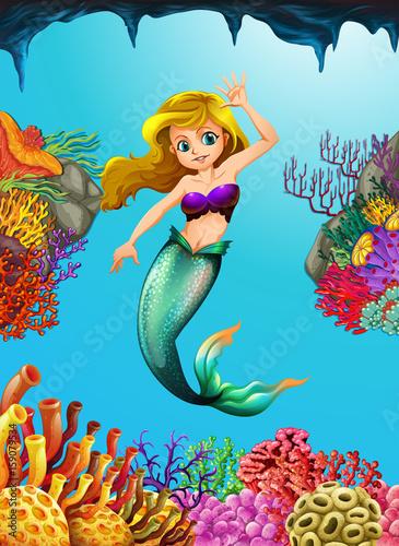 Staande foto Kids Pretty mermaid swimming underwater