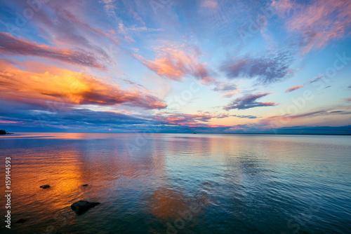 Foto op Canvas Zee zonsondergang Orange Sunset Lake Superior Minnesota