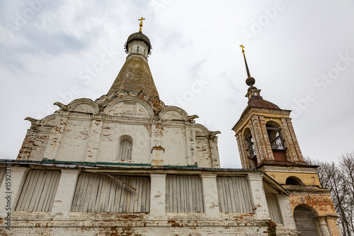 Foto op Plexiglas Kiev PERESLAVL-ZALESSKY, RUSSIA - APRIL 26, 2017: The building of the Church of Peter the Metropolitan. Rare architectural monument of the 16th century