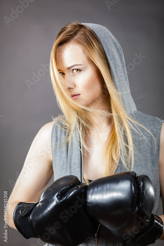 Póster Boxer girl exercise with boxing gloves.