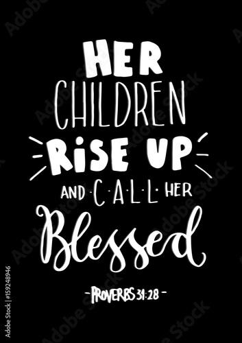 jej-dzieci-powstaja-i-nazywaja-ja-blogoslawiona-na-czarnym-tle-cytat-biblijny-napis-na-strony-chrzescijanskiego-plakatu-nowoczesna-kaligrafia
