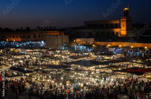Fotobehang Marokko Jemaa el Fna in Marrakesch am Abend