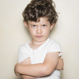 Niño enfadado - 159309716