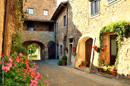 Foto op Canvas Toscane affascinante borgo toscano di San Donato in Poggio in Italia