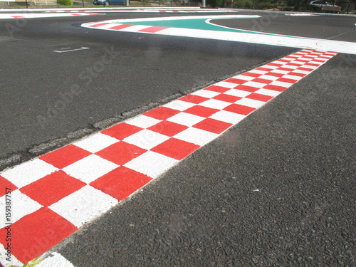 Fotobehang Formule 1 finish line in finish racetrack, red and white color
