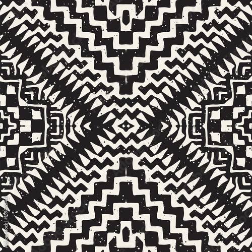 Black and white tribal vector seamless pattern with doodle elements. Aztec abstract art print. Ethnic ornamental hand drawn backdrop. - 159412144