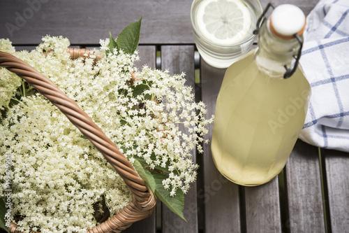 Fototapeta czarny bez- kwiaty i sok