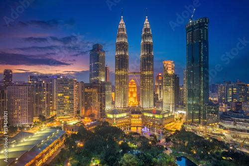 Tuinposter Kuala Lumpur Kuala Lumpur. Cityscape image of Kuala Lumpur, Malaysia during sunset.