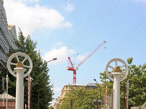 Mécanisme du pont levé, grue au centre Poster