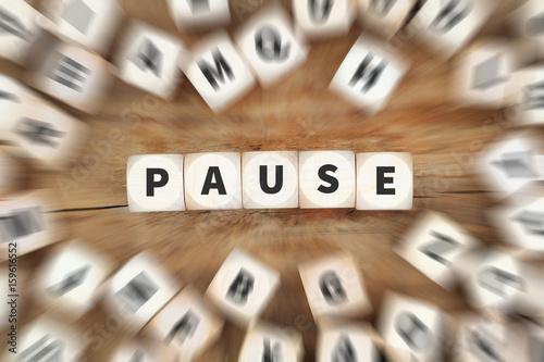 Pause Mittagspause Erholung Arbeit Würfel Business Konzept