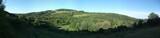 Hügellige Landschaft in Italien mit Wald