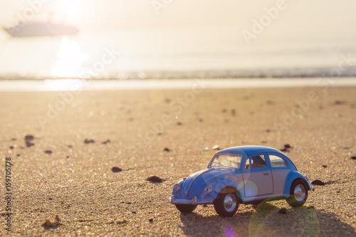 Klasyczny Volkswagen Chumporn Tajlandia, Lipiec, - 13, 2017 Klasyczni volkswagen pluskwy samochodów skala modela zabawkarscy samochody na plaży
