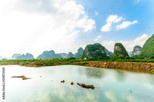 Tuinposter Guilin View on karst landscape by Li river in Yangshuo