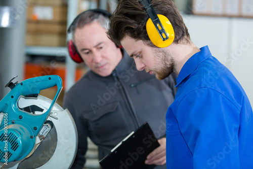workers with earprotection - 160001506