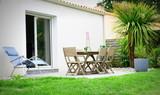 maison sur salon de jardin et palmier - 160018153