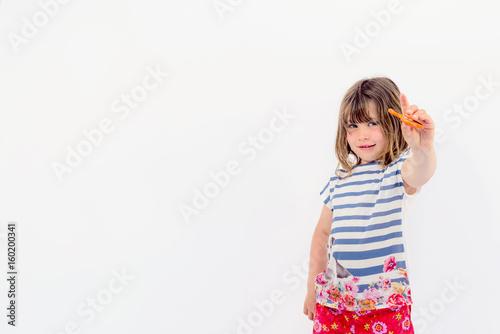 enfant jouant avec un hand spinner Poster