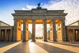 Brama Brandenburska w Berlinie o wschodzie słońca, Niemcy