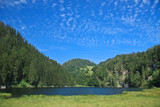Taubensee im Chiemgau mit blauem Himmel