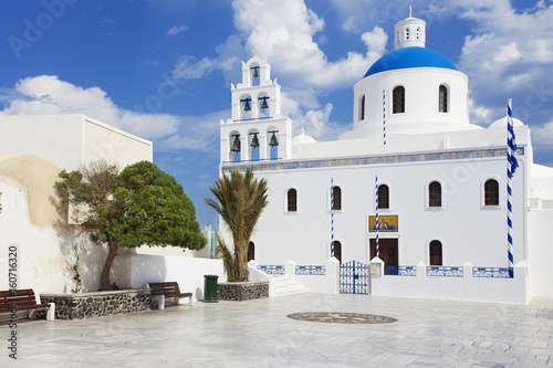 Fotobehang Santorini White and blue church in Oia Santorini