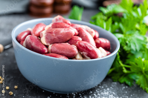 raw chicken hearts - 160769780