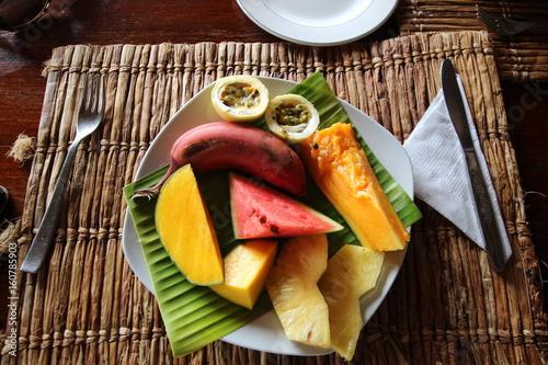 In de dag Zanzibar African Fruit Breakfast / Zanzibar Island, Tanzania, Indian Ocean, Africa