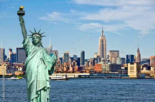 Foto Murales New York skyline and the Statue of Liberty, New York City collage, travel and tourism postcard concept, USA