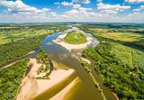 Wyspa na rzece. Rzeka Wisła i Krowia wyspa widziane z powietrza. - 160828730