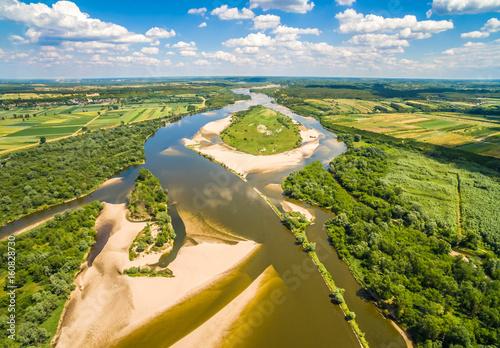 Panel Szklany Wyspa na rzece. Rzeka Wisła i Krowia wyspa widziane z powietrza.