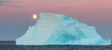 Antartic Moonrise over the Weddell Sea