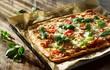 Italienische Pizza vom Blech