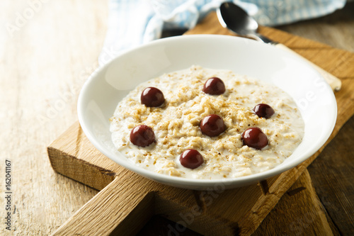 Porridge with brown sugar an cherries