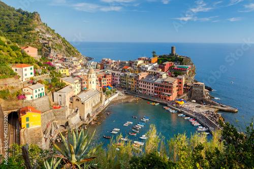 Foto op Aluminium Liguria Vernazza. Ancient Italian village on the Mediterranean coast.