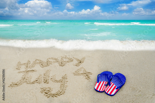 Poster Independence USA day background on the beach
